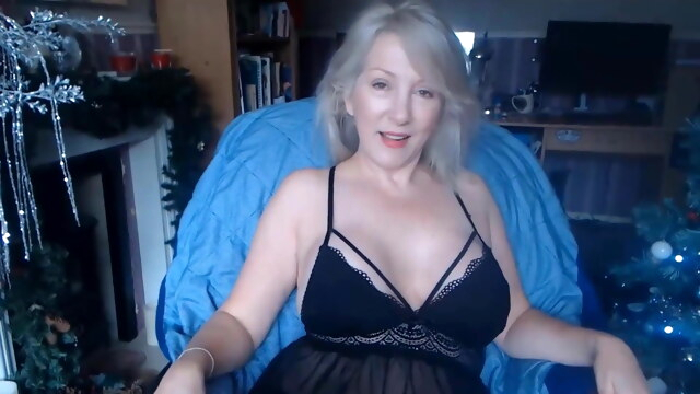 Gray-haired granny housewife BongaCams blonde