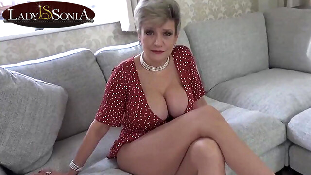 Lady Sonia is always ready to give you a hand BongaCams blonde