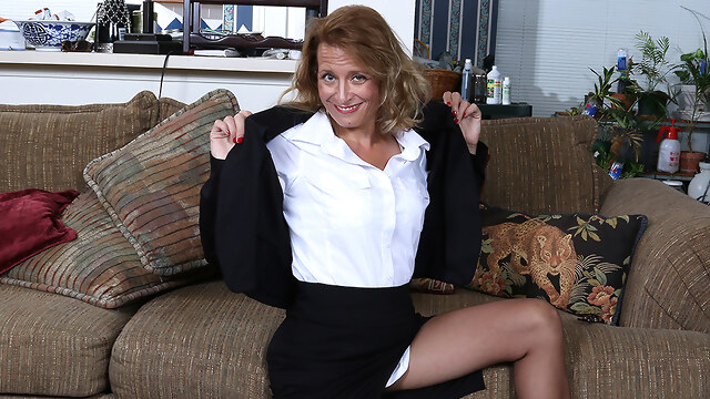 Naughty American Secretary Playing With Her Pussy - MatureNL BongaCams dutch