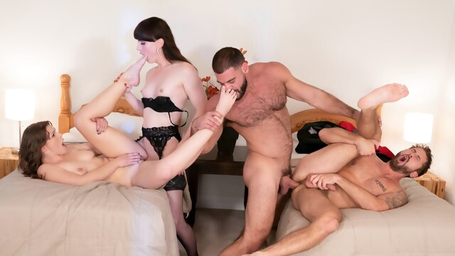 Natalie Mars & Ella Nova & Ricky Larkin & Wesley Woods in Free For All - WhyNotBi BongaCams bisexual male
