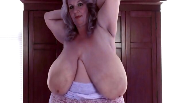 Monsters Granny BongaCams big tits